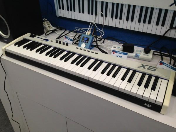MIDIPLUS X6 和 X8 MIDI 键盘介绍(中文)