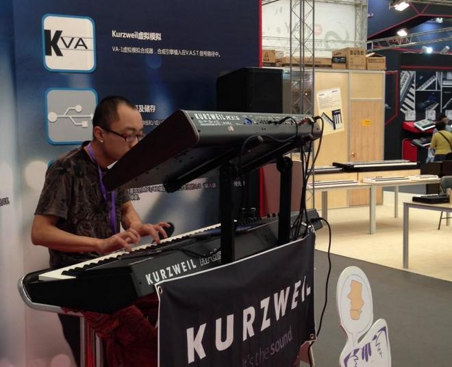 Music China 2013 展会视频:Kurzweil PC3K8 合成器和 Artis 电钢现场演奏