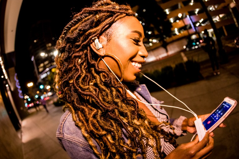 Sennheiser 和 Apogee 合作的新的 iPhone 耳机正式发布:把你变成行走的 3D 双耳话筒