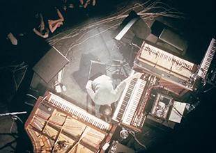 梦想是造一架4.5米高的钢琴的Nils Frahm最喜欢的设备是?