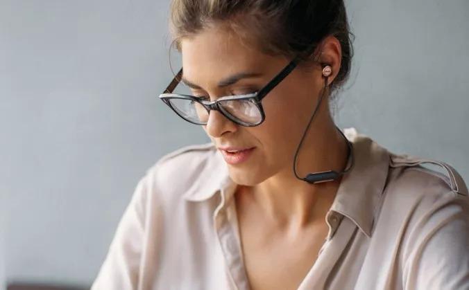 AKG Y100 WIRELESS颈挂式无线蓝牙耳机全新上市