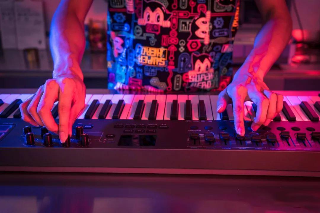 一个MIDI键盘当两个MIDI键盘使:键盘的分区功能!