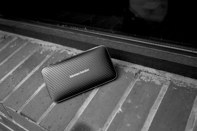 哈曼卡顿推出商务高品质蓝牙音箱,附带旅充功能,出色音质不同凡响