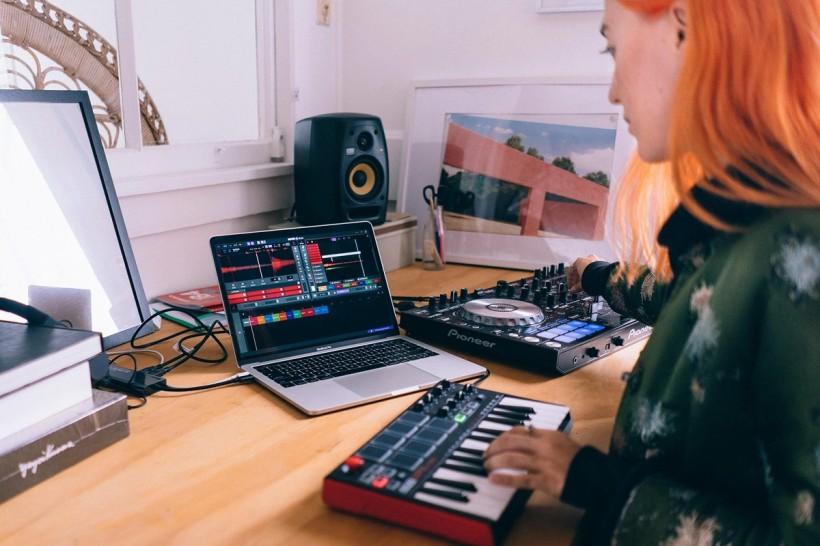 DJ 软件改行做宿主?Serato Studio 也许会改变你的演出方式