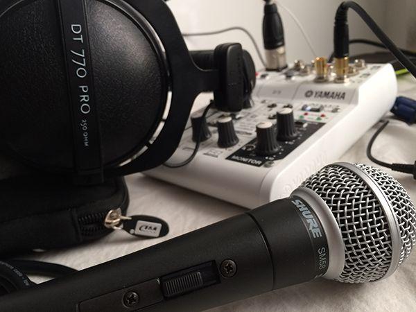 网络配音爱好者如何利用3000人民币置办一套录音设备(包括声卡、电容麦、耳机)?