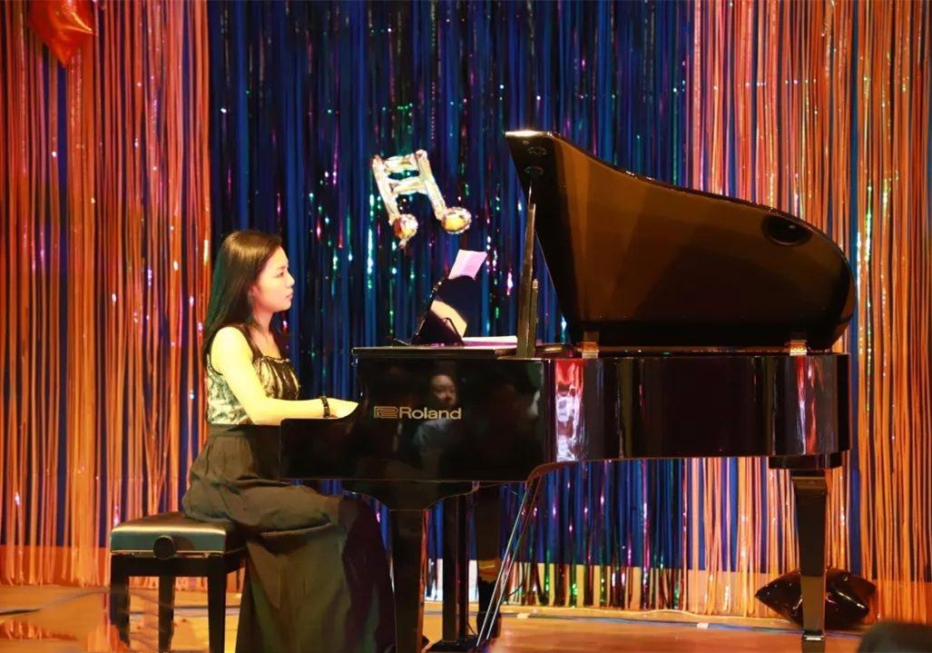 "Roland 罗兰电钢琴 在上海""凡响万圣节魔幻音乐会""上"