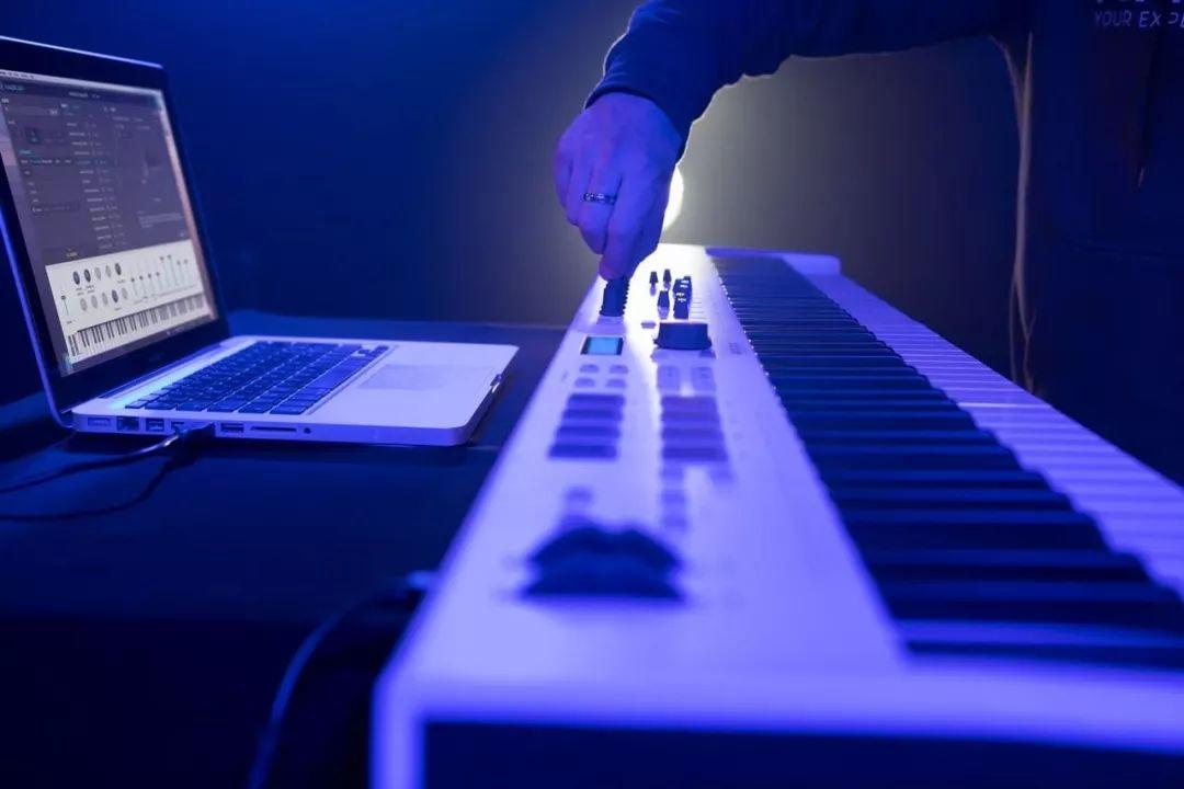 Arturia 发布新款钢琴手感MIDI键盘 KeyLab Essential 88