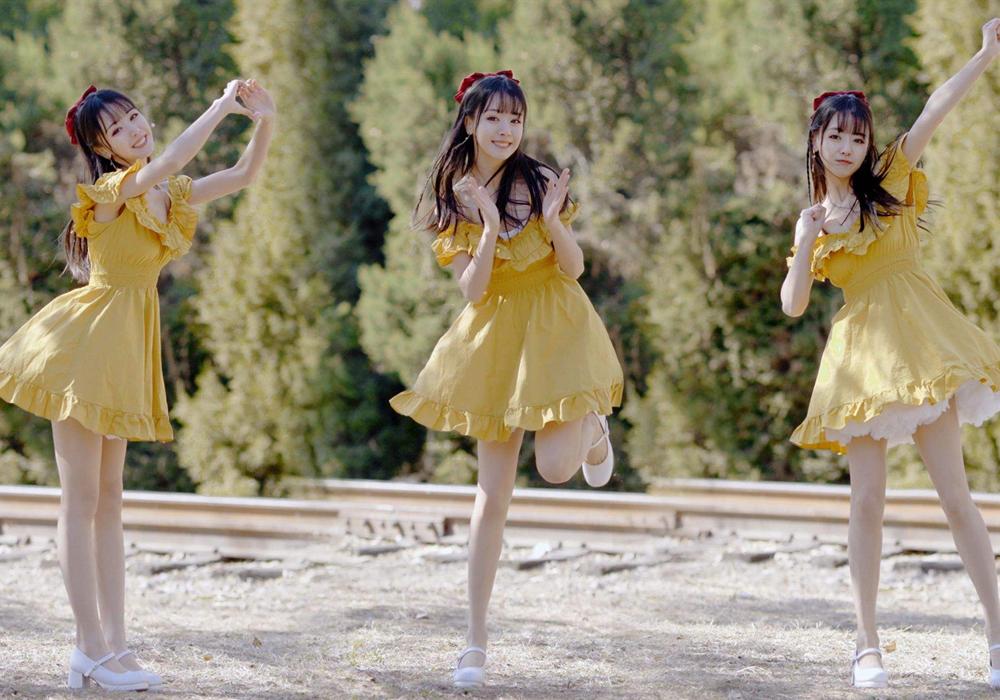 """""""淡黄的长裙,蓬松的头发"""""""