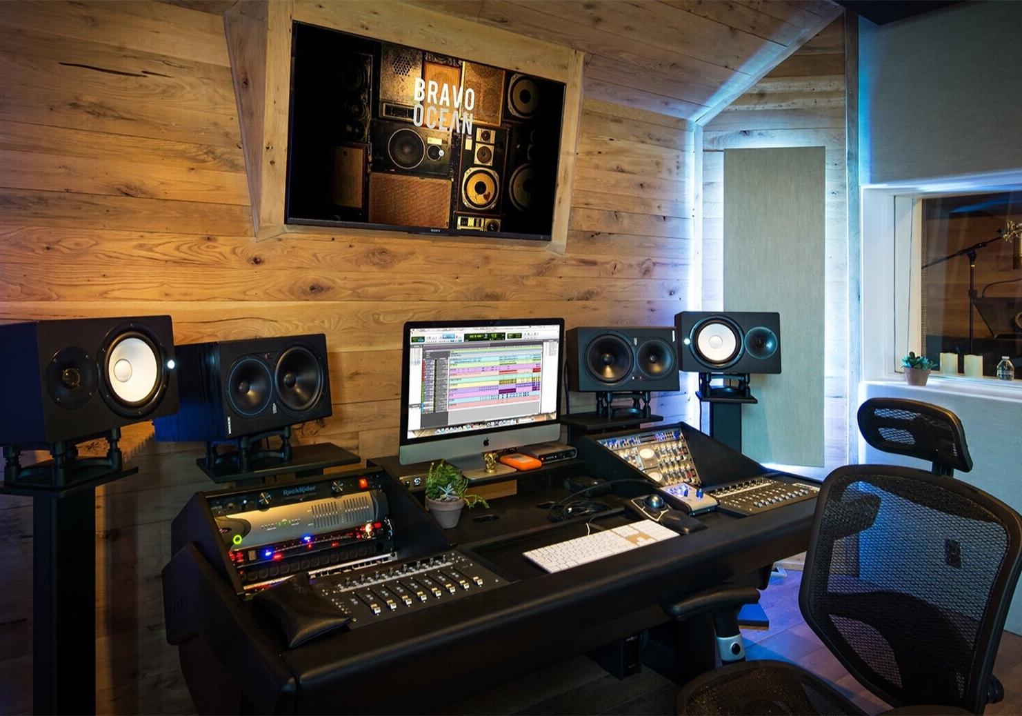 如何尽可能的省钱,把卧室改造成家庭录音棚/工作室?