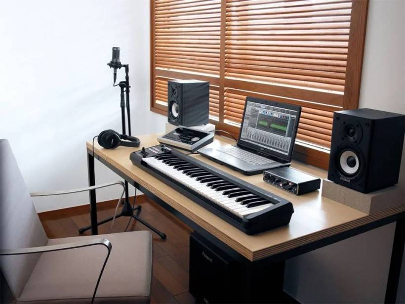 MIDI 键盘知多少:轻巧便携之选 Roland A-49,49 键才 2.5 KG