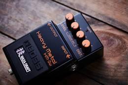 传奇金属音色回归:BOSS 发布 HM-2W 失真效果器