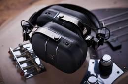 BOSS 发布内置音箱模拟和空间技术的 Waza-Air Bass 贝斯手专用耳机